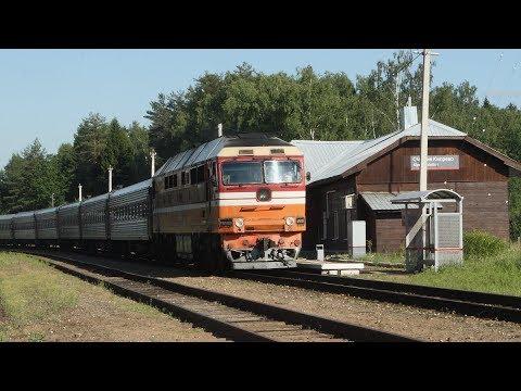 Деревянный вокзал станции Кипрево и ТЭП70 0139 с поездом Кострома - Анапа.