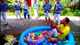 asik bermain air   kolam air mainan anak   mandi bola balon karakter spongebob