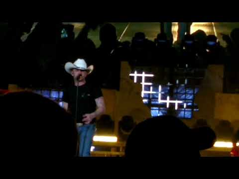 Justin Moore (More Middle Fingers)