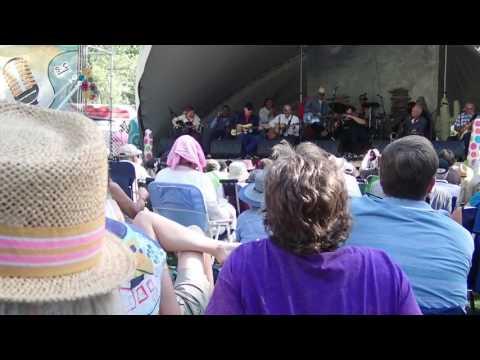 Jamming at the Calgary Folk Fest 29 July 2017