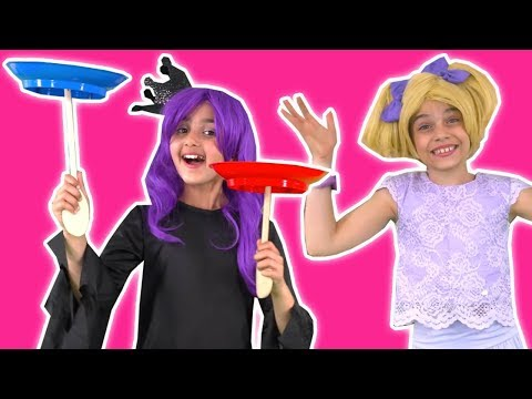 PRINCESS SCHOOL TALENT SHOW 💃 Esme Gets Stage Fright! - Princesses In Real Life | Kiddyzuzaa