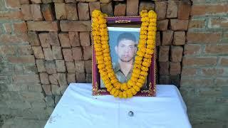 काशी के शहीद रमेश यादव के इकलौते बेटे आयुष को आराजीलाइन ब्लाक प्रमुख नेदी एक लाख रुपये की आर्थिक मदद