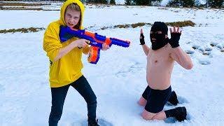 NERF vs SNOW. Заставил ВОРА есть снег и КУПАТьСЯ в нём.