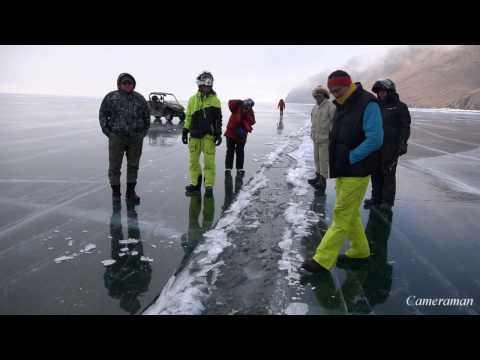 Как выглядит трещина на льду Байкала ...под водой.