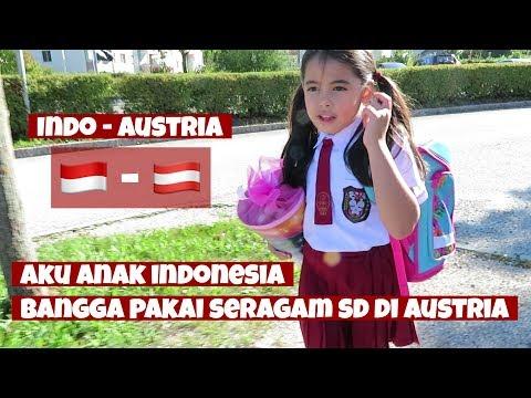 ANAK BULE PAKAI SERAGAM SD JADI PUSAT PERHATIAN..