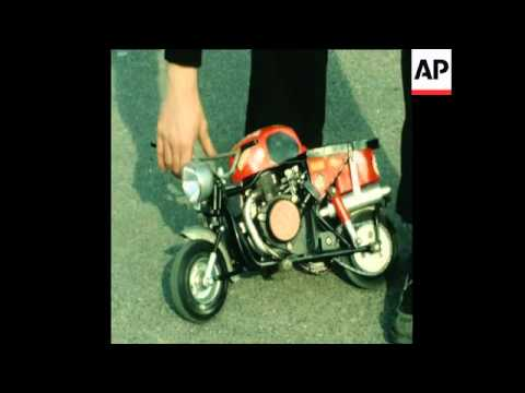 SYND 17 2 81 WORLD'S SMALLEST MOTORCYCLE PRESENTED IN STUTTGART