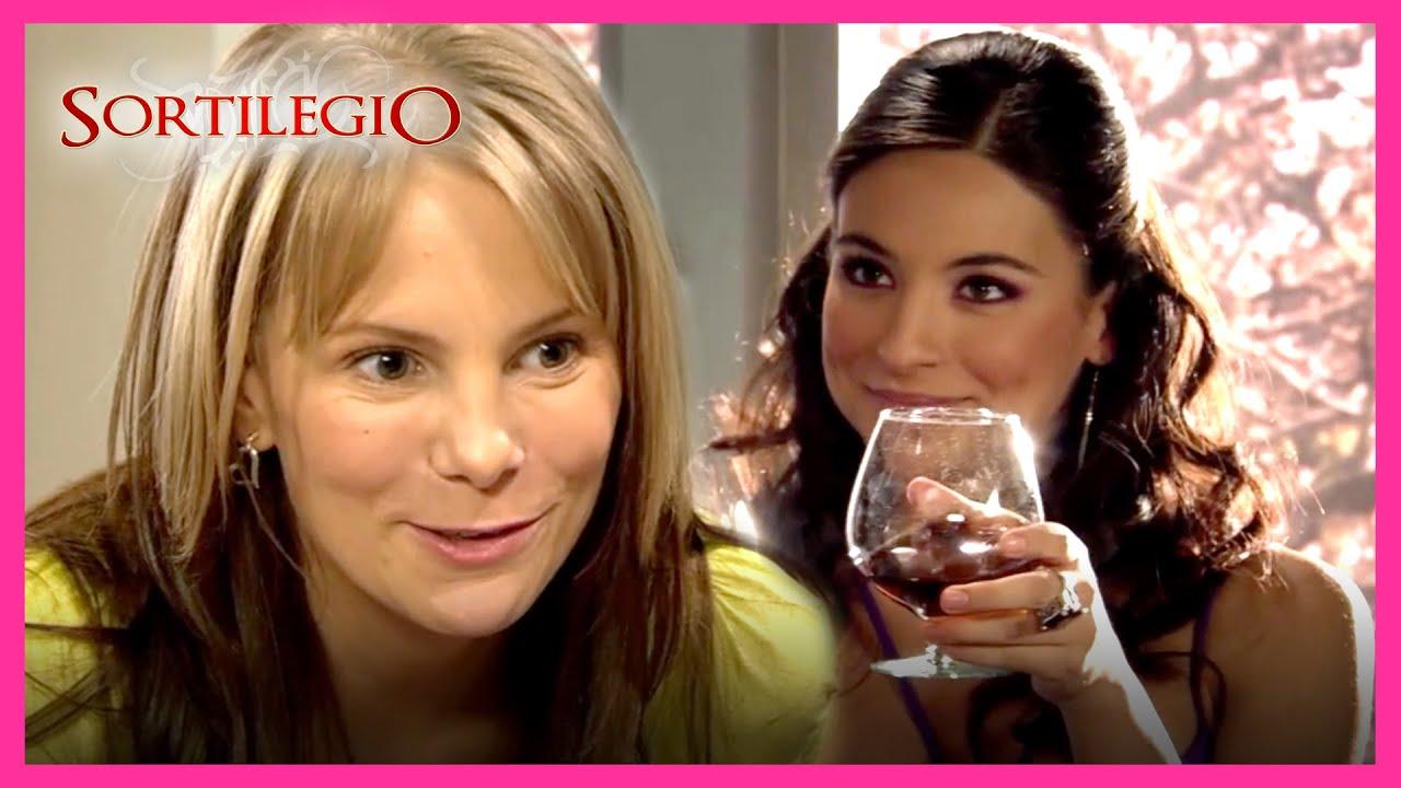 Download Sortilegio 2/4: Maura evitará el chantaje de Bruno gracias a Katia | C-18 | tlnovelas