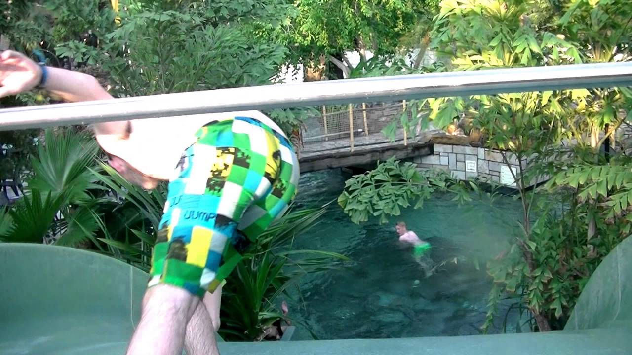Familie glijbaan zwembad aqua mundo centerparcs de eemhof