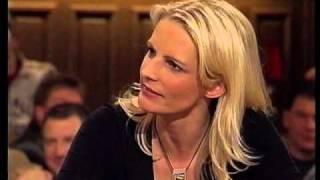 Barbara Ruscher talkt mit Otti im Schlachthof