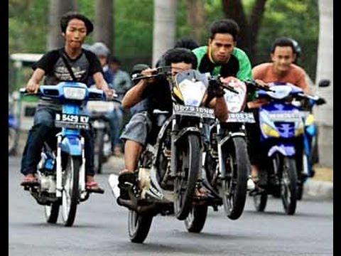 Balapan Liar motor drag Video balapan liar motor di Jalan TOL 2014 ...