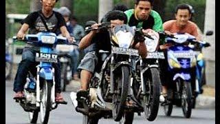 Balapan Liar motor drag Video balapan liar motor di Jalan TOL 2015 terbaru