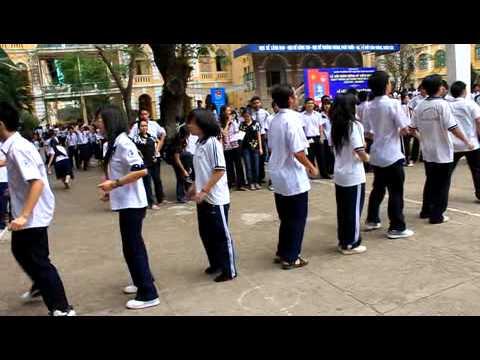 [10a1-Tran Dai Nghia] Ki luc nhay day 8 nguoi