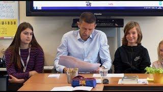 Wethouder Dijkman leest voor op dag van de Duurzaamheid - cbs de Rank / Spijkenisse 2017