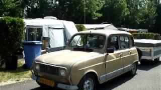 Renault 4 met tentwagen op camping de L'ile Cherlieu in Arcis sur Aube DSCF3630