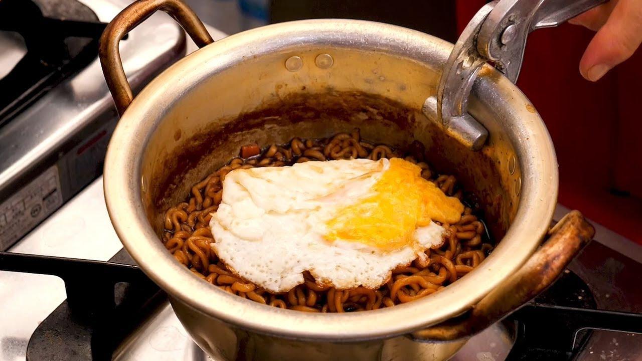 The Most Popular Ramen In Korea Korean Street Food Youtube