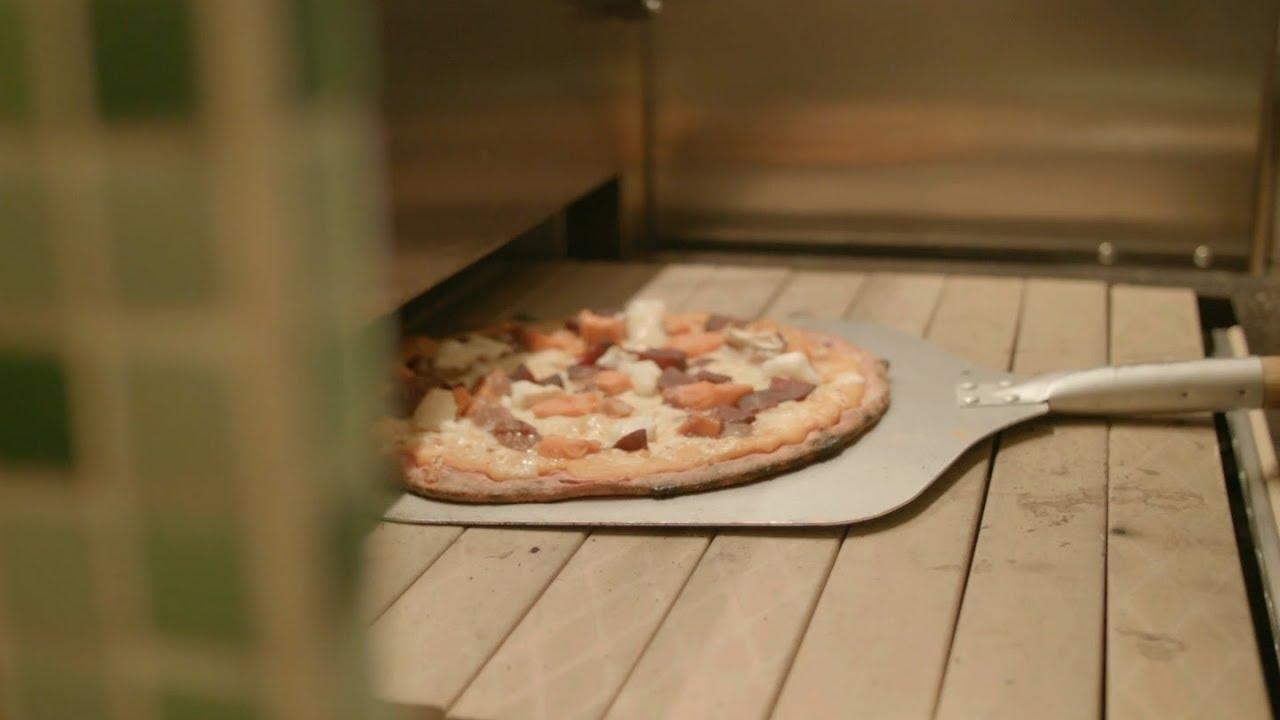 Flying Pizza Karte.Rock Our Kitchen Createry Winebar Salat Pizza Und Wein