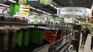 Смотреть видео Анализы мочи в стеклянном стаканчике в магазине на полке в Москве онлайн