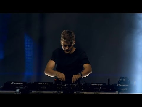 Martin Garrix - Waiting For Love (Tribute To Avicii) (Music Video)