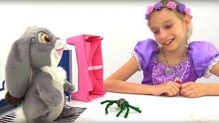 Мультики для девочек #СофияПрекрасная *Страшно милый паук!* #Игрушки из мультиков #ИграютДети