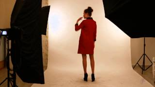 Красное платье с меховым воротником