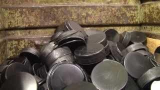 Výroba hokejových puků v náchodské Rubeně