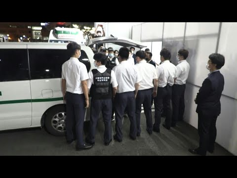 AFP News Agency: Van carrying the body of deceased Seoul mayor arrives at hospital | AFP