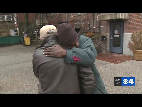 Homeless Man Helps Green Beret Get Challenge Coin Back