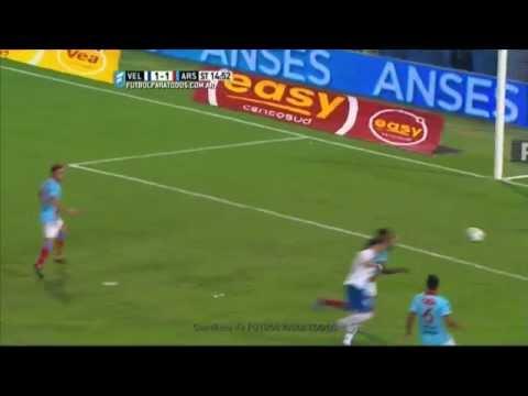 Vélez derrotó a Arsenal en un partido escandaloso