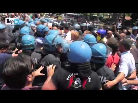 Rome: Italian Nationalists Clash with Police over Illegal Immigration