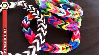 Repeat youtube video COMO HACER PULSERAS DE GOMITAS O LIGAS -Sin telar-  Pulseras Rainbow loom