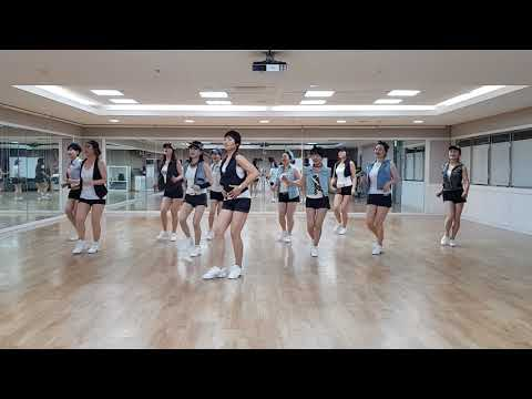 This World Today (Is A Mess) Line Dance (Absolute Beginner Level)