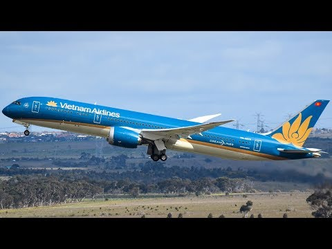 GLORIOUS Vietnam Airlines 787-9 DREAMLINER Takeoff from Melbourne Airport