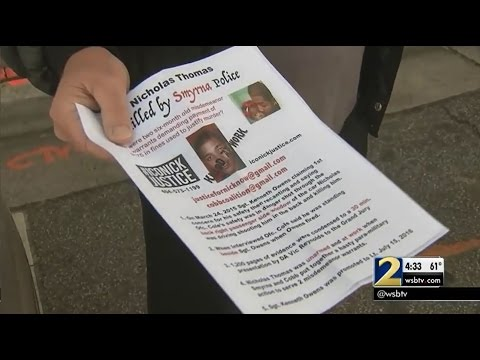 Lawsuit claims police threatened to arrest people passing out pamphlets on city property