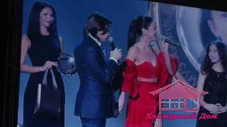 Бузова подколола Галкина на Kinder МУЗ Awards