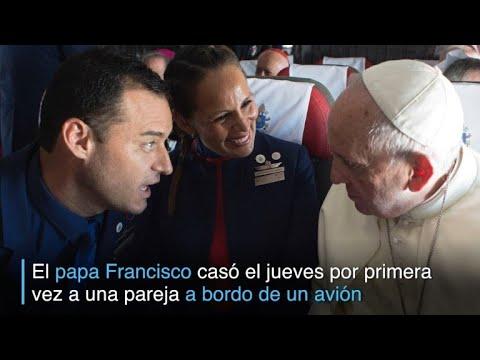 Chilenos fueron casados por el papa a bordo de avión