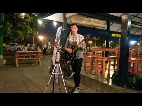 Cover JUDIKA - BUKAN DIA TAPI AKU : By Pengamen PENDOPO LAWAS YOGYAKARTA, Suaranya Anjay