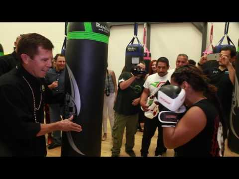 Julio Cesar Chavez inaugura estudio de Box en FIT Gimnasio | Macroplaza Tijuana