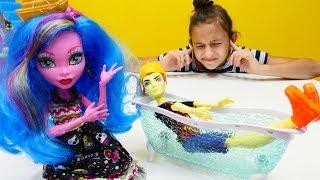 Куклы Монстер Хай: землятресение и уроки выживания