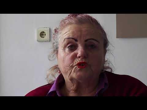 Doamna MARIA SZENTE vopsind Ouăle de Paști la UDMR Bistrița - 30 martie 2018