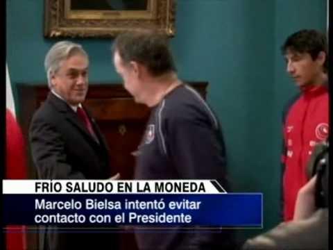 Marcelo Bielsa, Sebastian Piñera y el polémico saludo