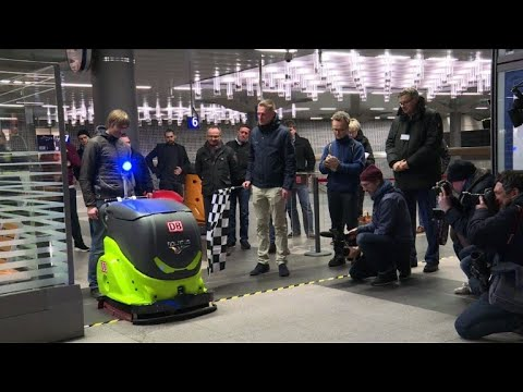 Robot cleaners race at Berlin train station