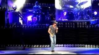 "Tim McGraw sings ""Live Like You Were Dying"""