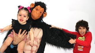 MONKEY CAPTURED OUR LITTLE SISTER. LES BOYS TV
