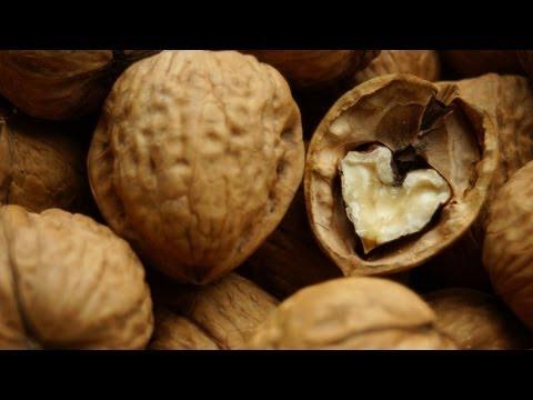 Чем полезны грецкие орехи: свойства, состав, калории