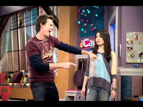 Watch iCarly Season 4 Online