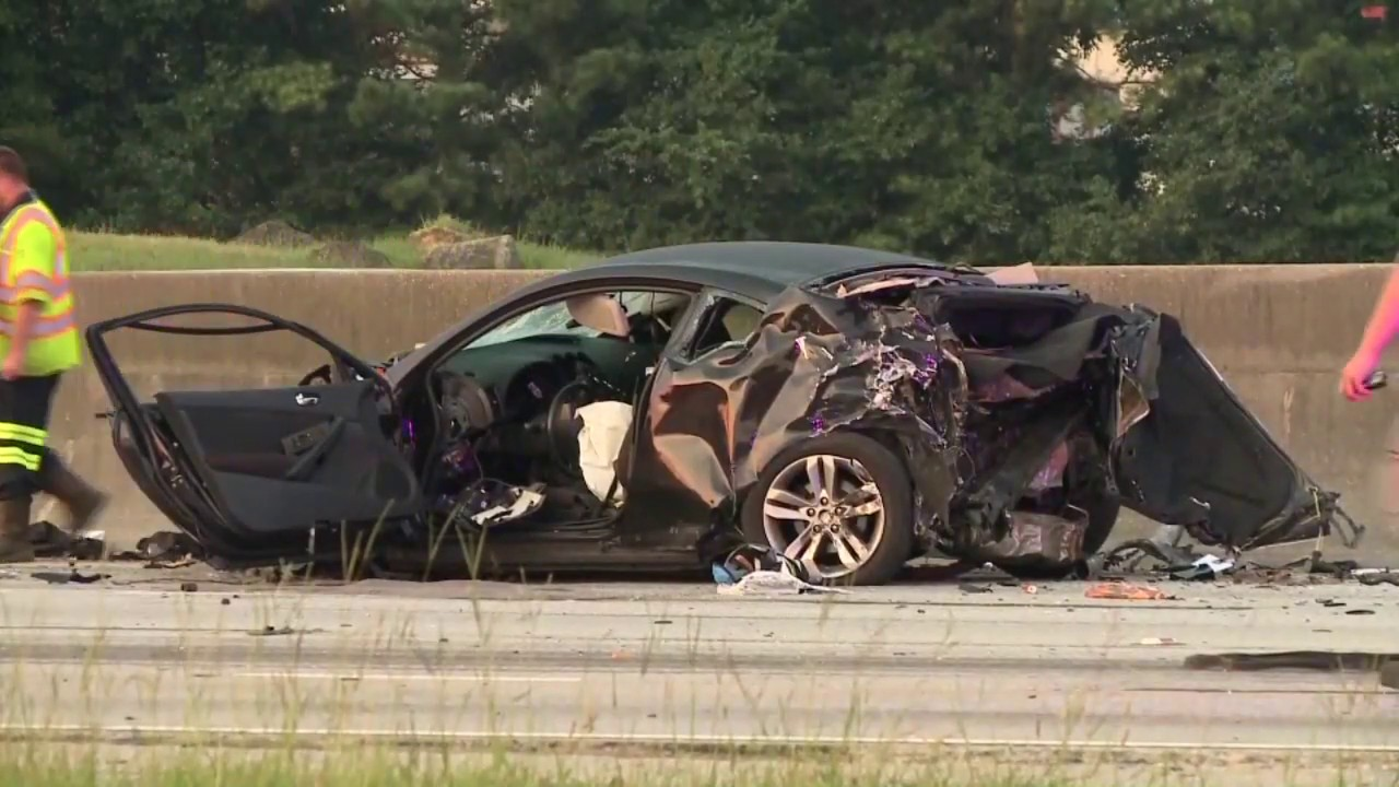 1 dead in 11-car wreck on I-75