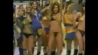 Sexy Dancing Girls