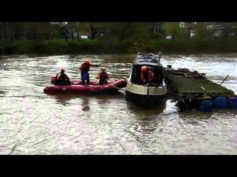 Out of control narrowboat drifts down River Severn
