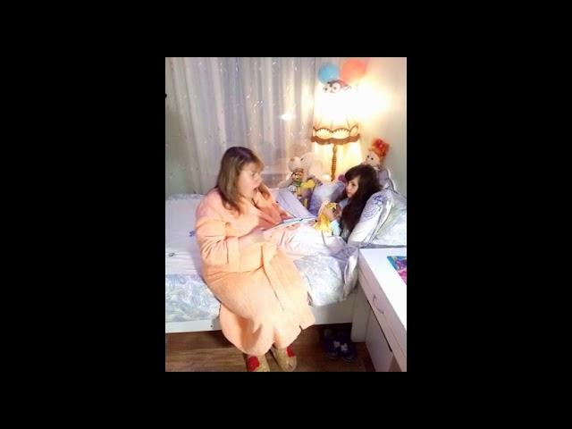 Изображение предпросмотра прочтения – АрианнаОнипченко читает произведение «Веселая квампания» (Русский фольклор )