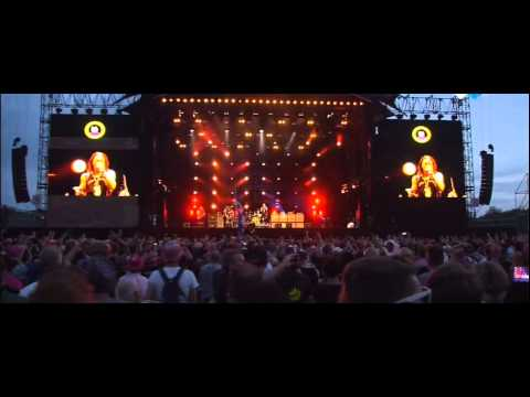 Slash ft Myles Kennedy and The Conspirators - Paradise City - Live @ Pinkpop 2015